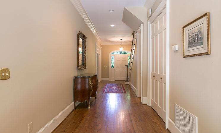 Foyer-Hallway_35-Mahalo-Ln_Wellman-Realty_Columbia-SC