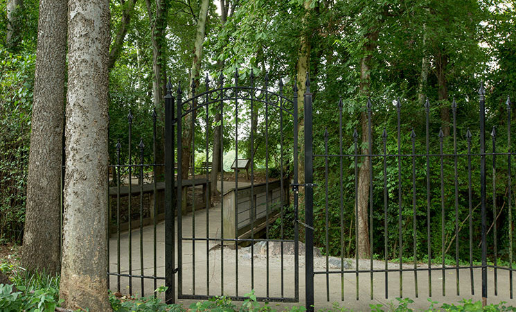 Gate-to-River-Walk_177-Congare-Park-Drive_Wellman-Realty